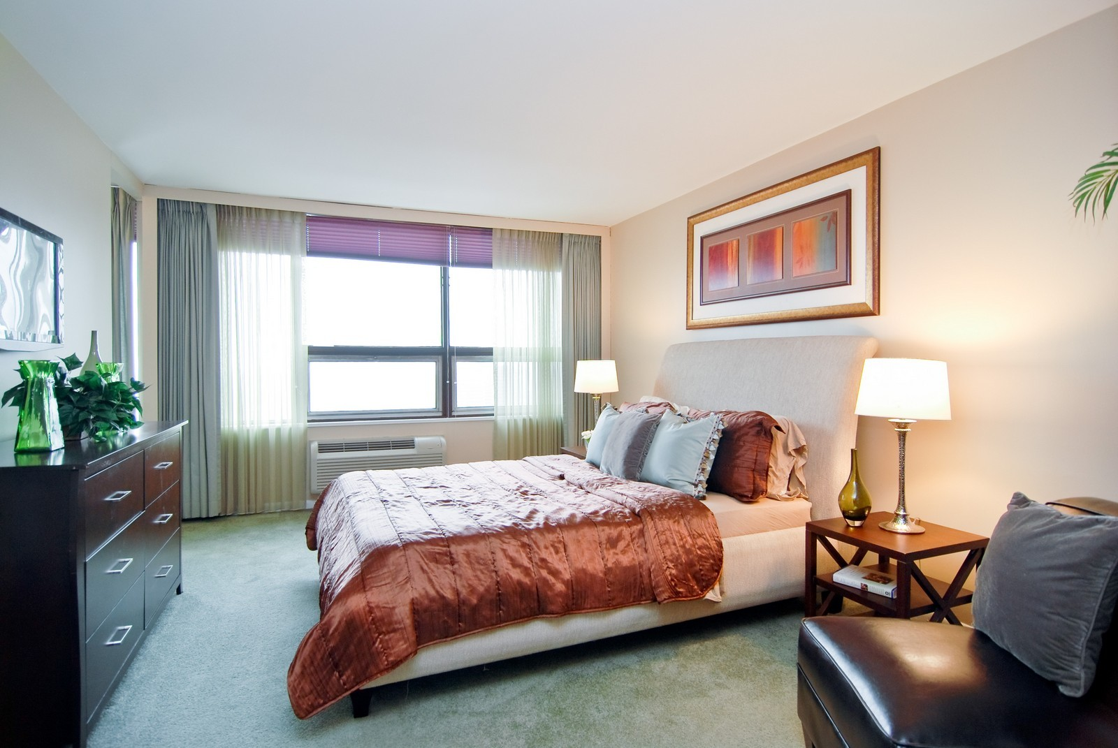 Real Estate Photography - 5733 N Sheridan, Unit 24B, Chicago, IL, 60660 - Master Bedroom