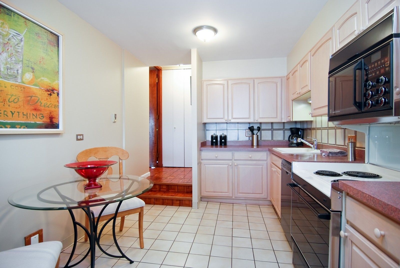 Real Estate Photography - 5733 N Sheridan, Unit 24B, Chicago, IL, 60660 - Kitchen