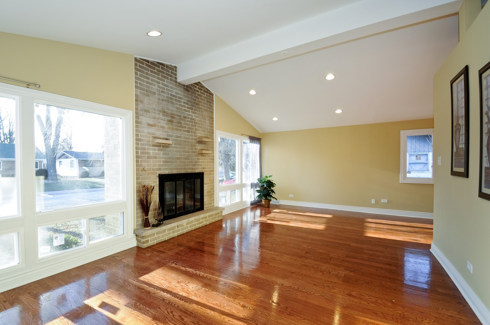 Real Estate Photography - 1238 King Drive, South Holland, IL, 60473 - Living Room