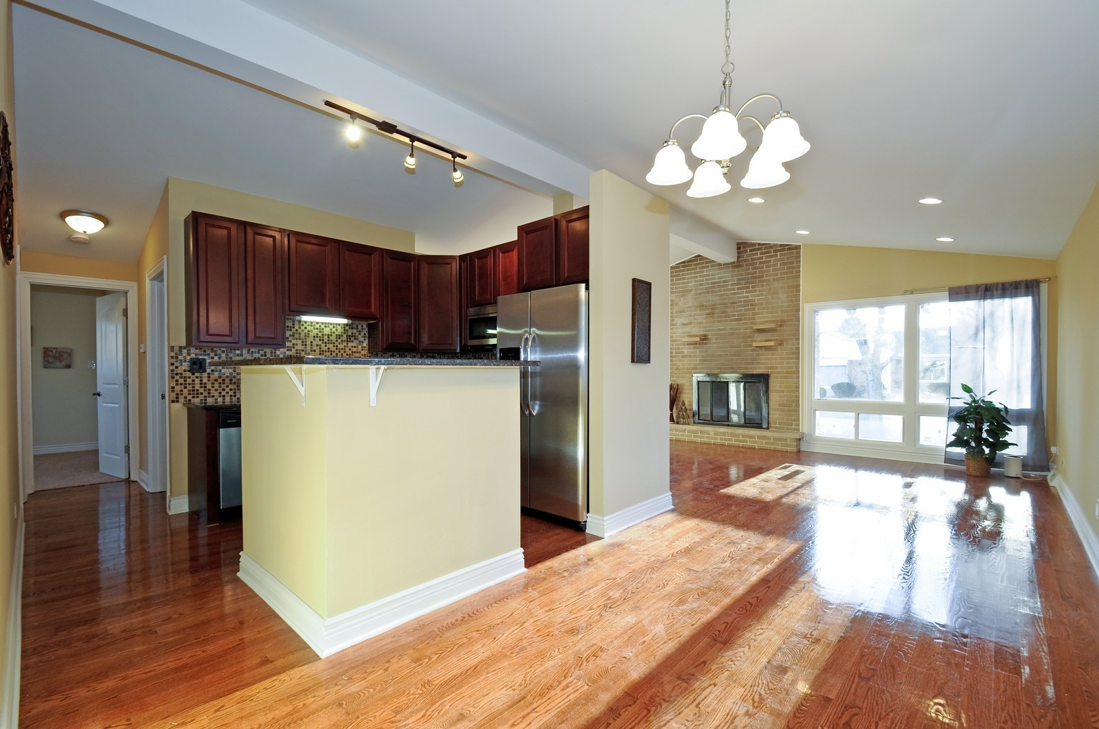 Real Estate Photography - 1238 King Drive, South Holland, IL, 60473 - Kitchen / Breakfast Room