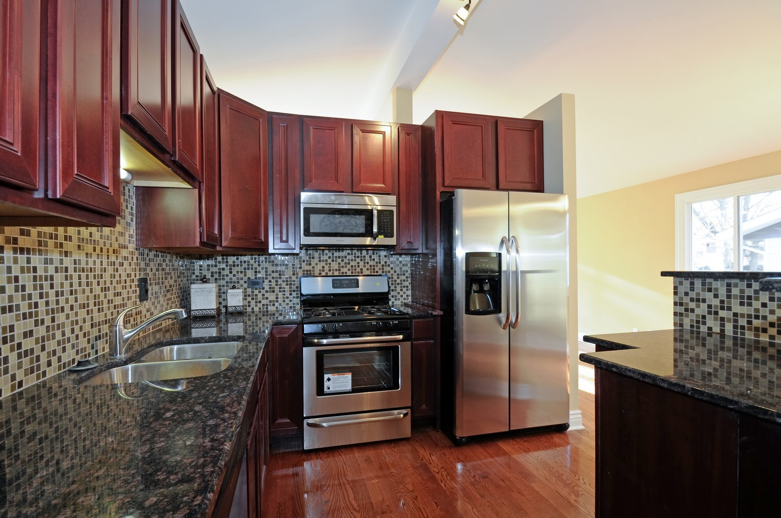 Real Estate Photography - 1238 King Drive, South Holland, IL, 60473 - Kitchen
