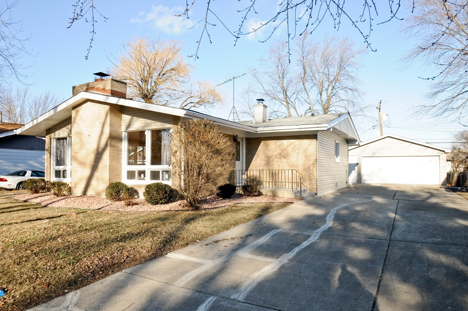 Real Estate Photography - 1238 King Drive, South Holland, IL, 60473 - Front View