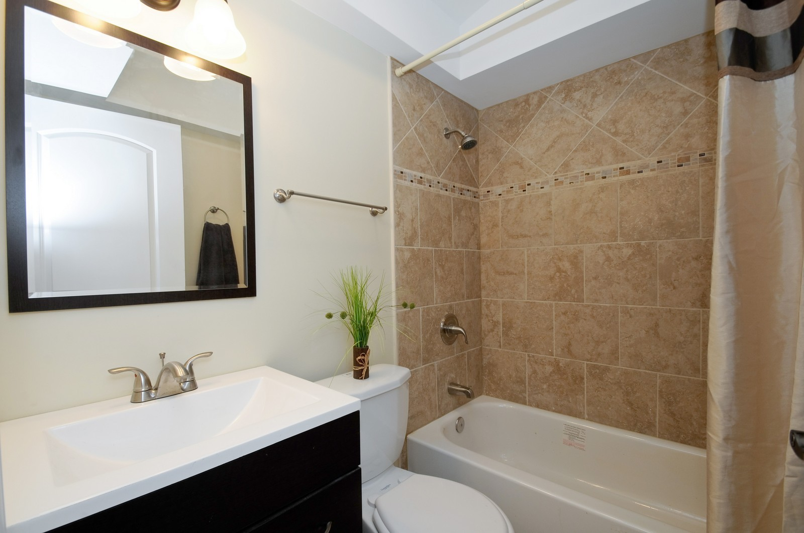 Real Estate Photography - 1238 King Drive, South Holland, IL, 60473 - Bathroom