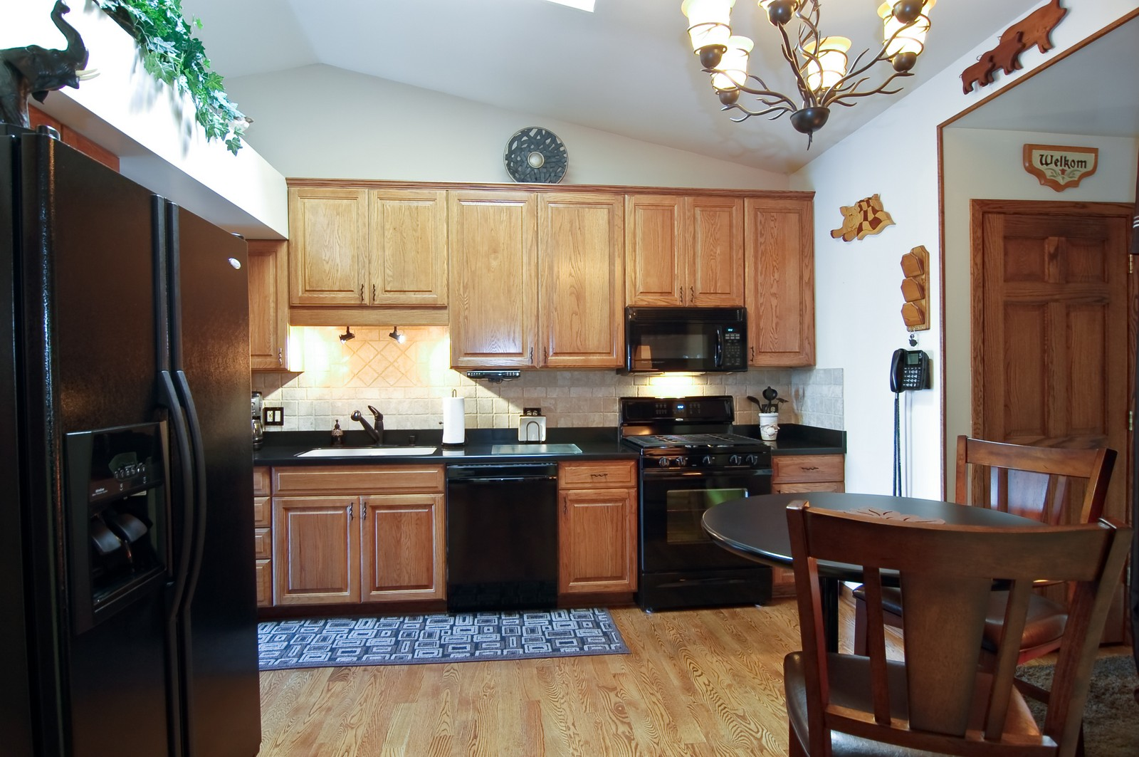 Real Estate Photography - 1616 Stratton Pond Ln, Schaumburg, IL, 60193 - Kitchen