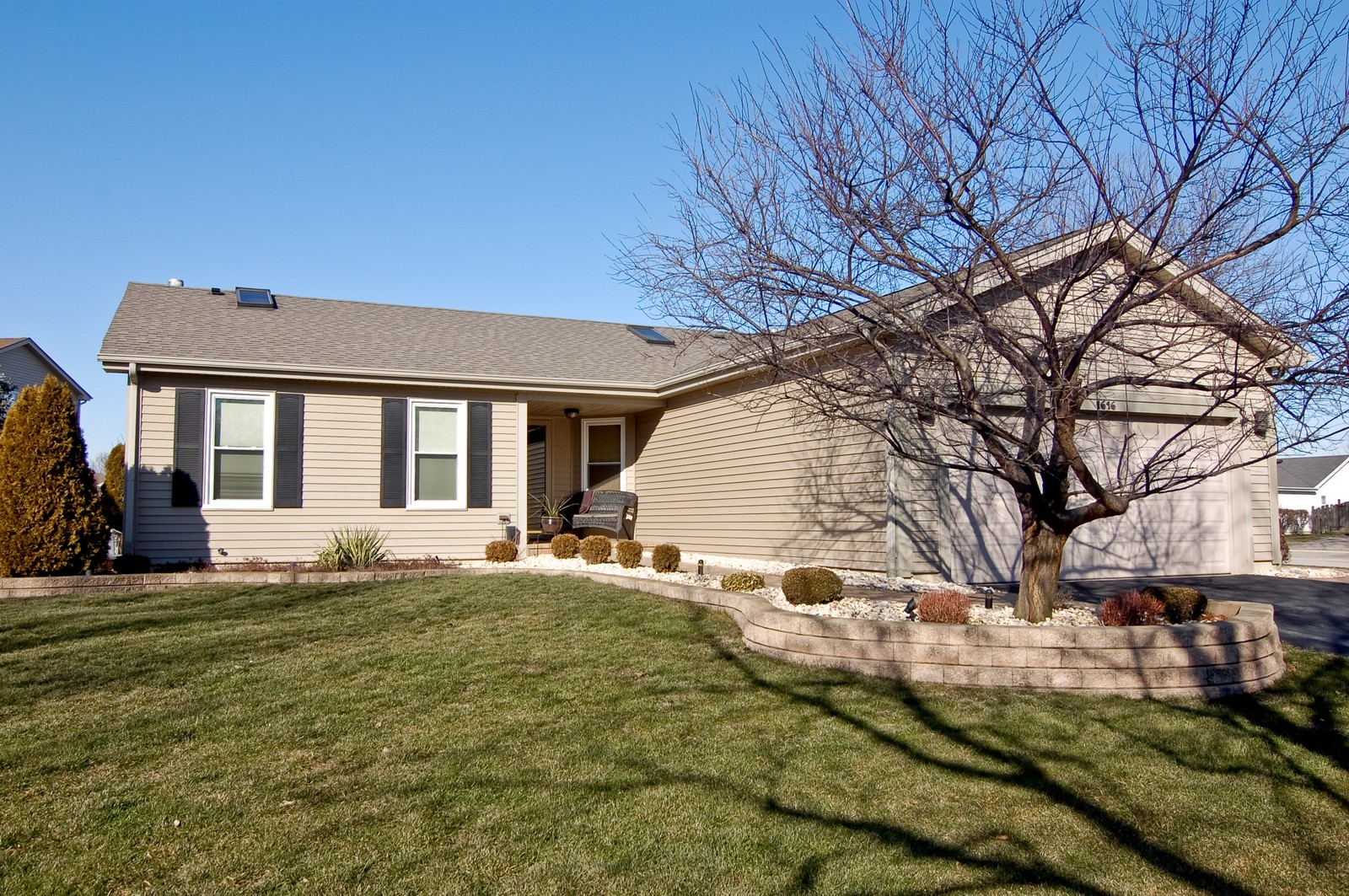 Real Estate Photography - 1616 Stratton Pond Ln, Schaumburg, IL, 60193 - Front View