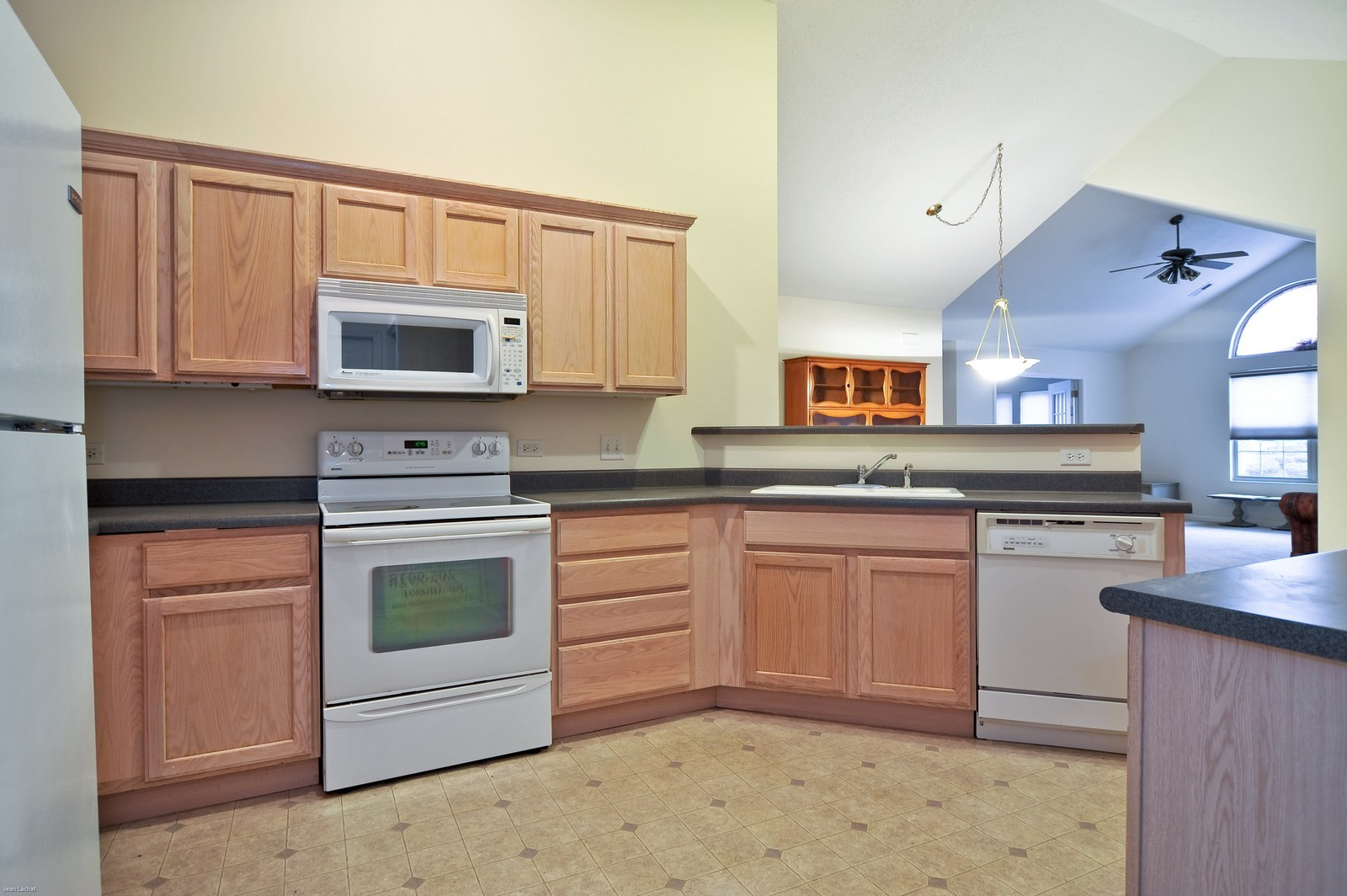Real Estate Photography - 18205 Murphy Circle, Tinley Park, IL, 60487 - Kitchen