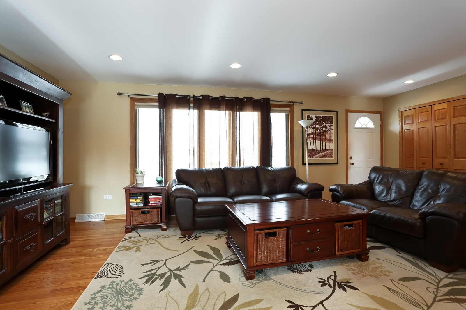 Real Estate Photography - 8441 Horseshoe Drive, Tinley Park, IL, 60477 - Living Room
