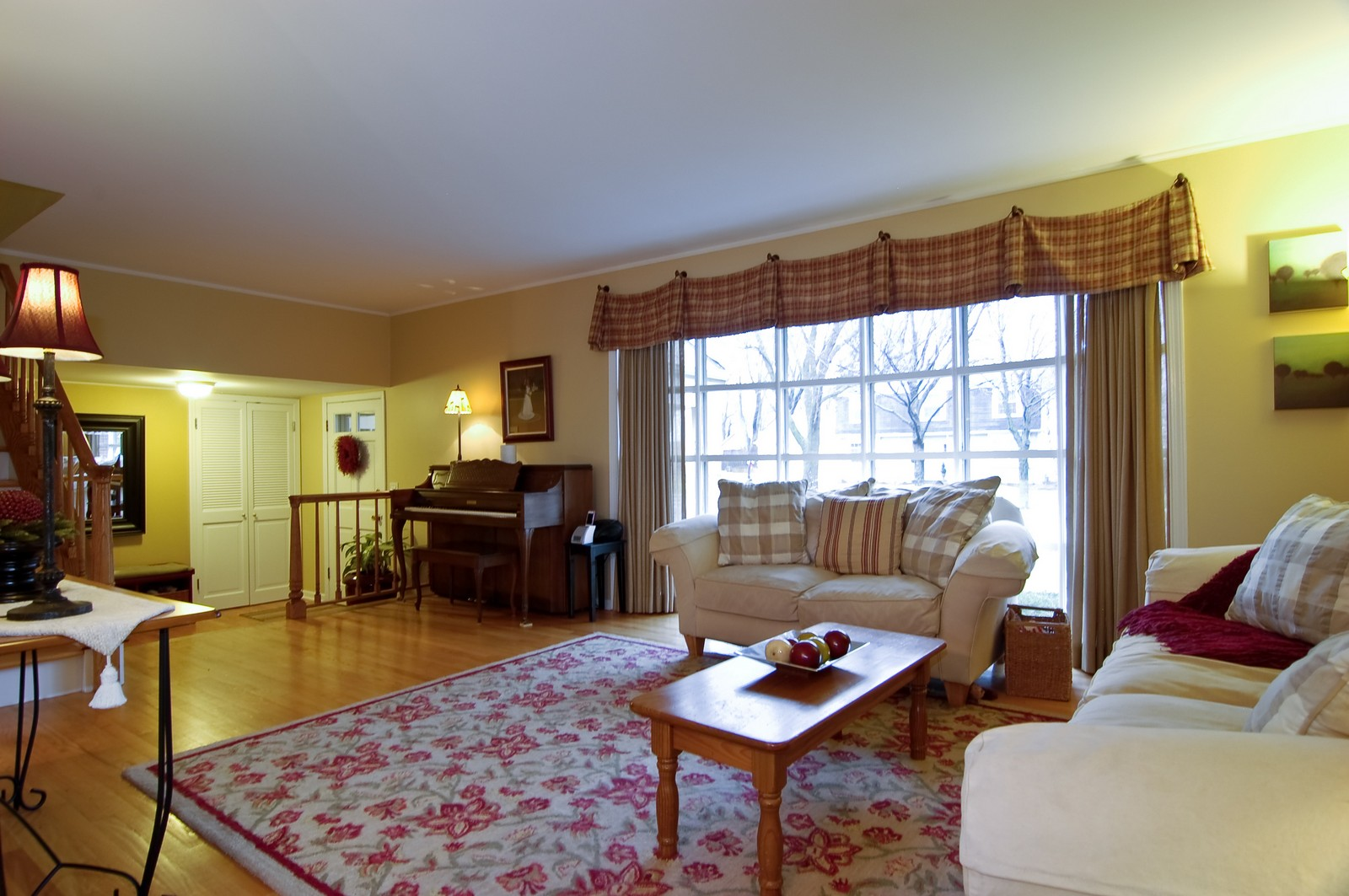 Real Estate Photography - 966 N Topanga, Palatine, IL, 60074 - Living Room