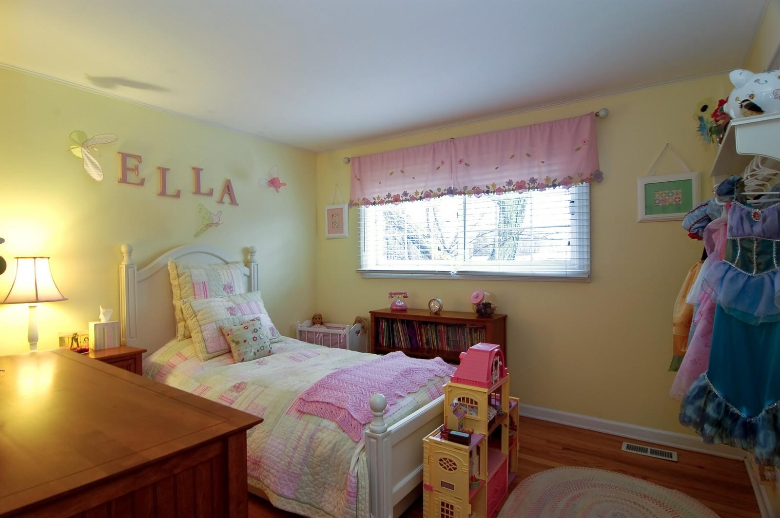 Real Estate Photography - 966 N Topanga, Palatine, IL, 60074 - Kids Bedroom