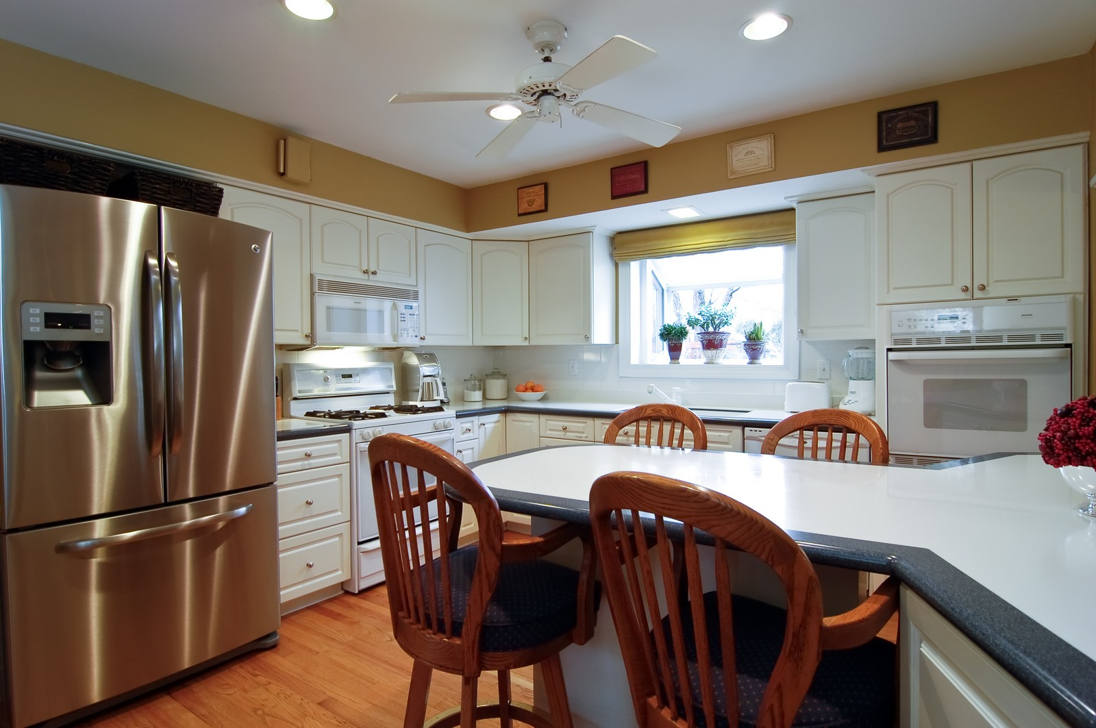 Real Estate Photography - 966 N Topanga, Palatine, IL, 60074 - Kitchen