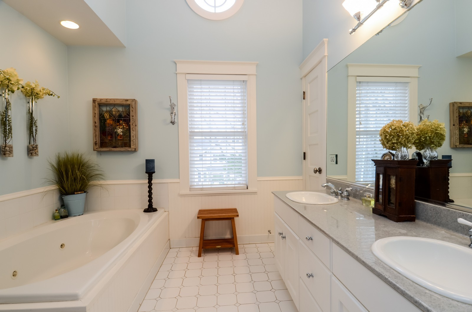 Real Estate Photography - 406 S Grant St, Hinsdale, IL, 60521 - Master Bathroom