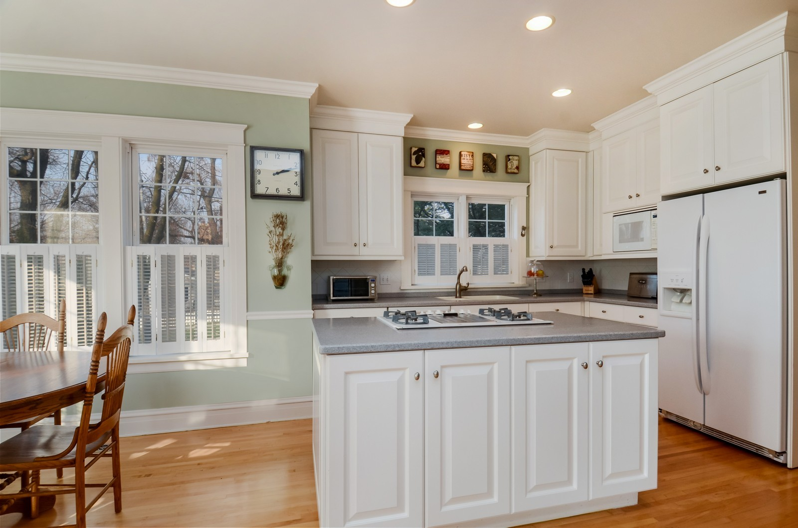 Real Estate Photography - 406 S Grant St, Hinsdale, IL, 60521 - Kitchen