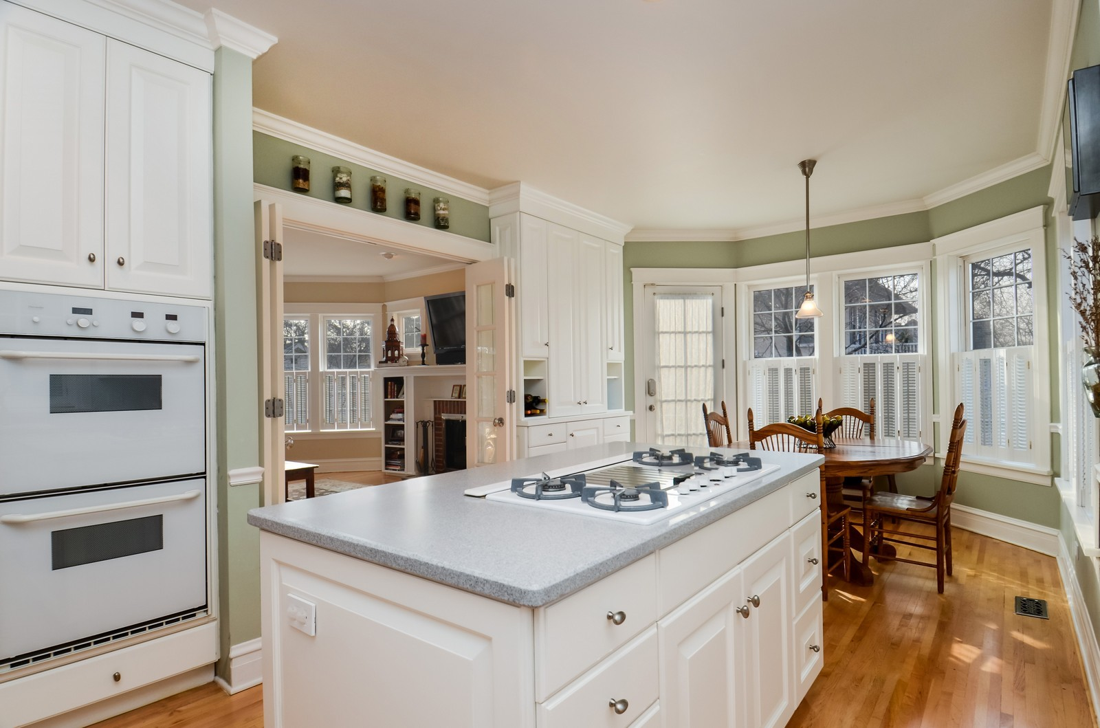 Real Estate Photography - 406 S Grant St, Hinsdale, IL, 60521 - Kitchen / Breakfast Room