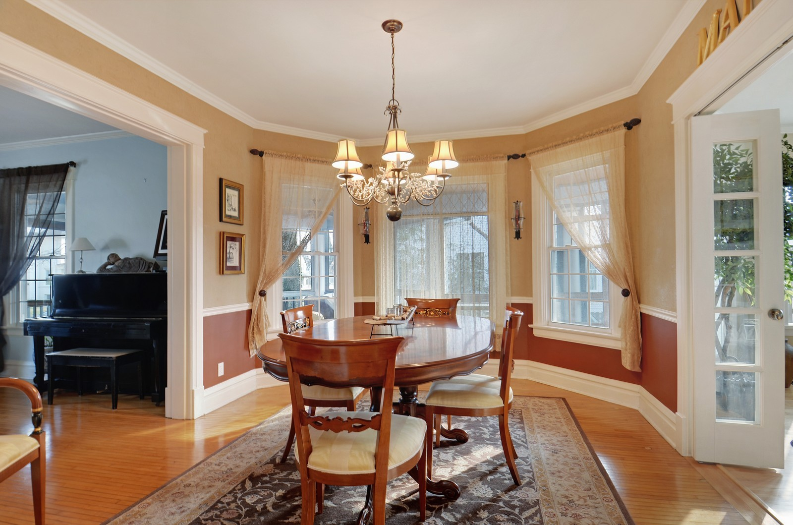 Real Estate Photography - 406 S Grant St, Hinsdale, IL, 60521 - Dining Room