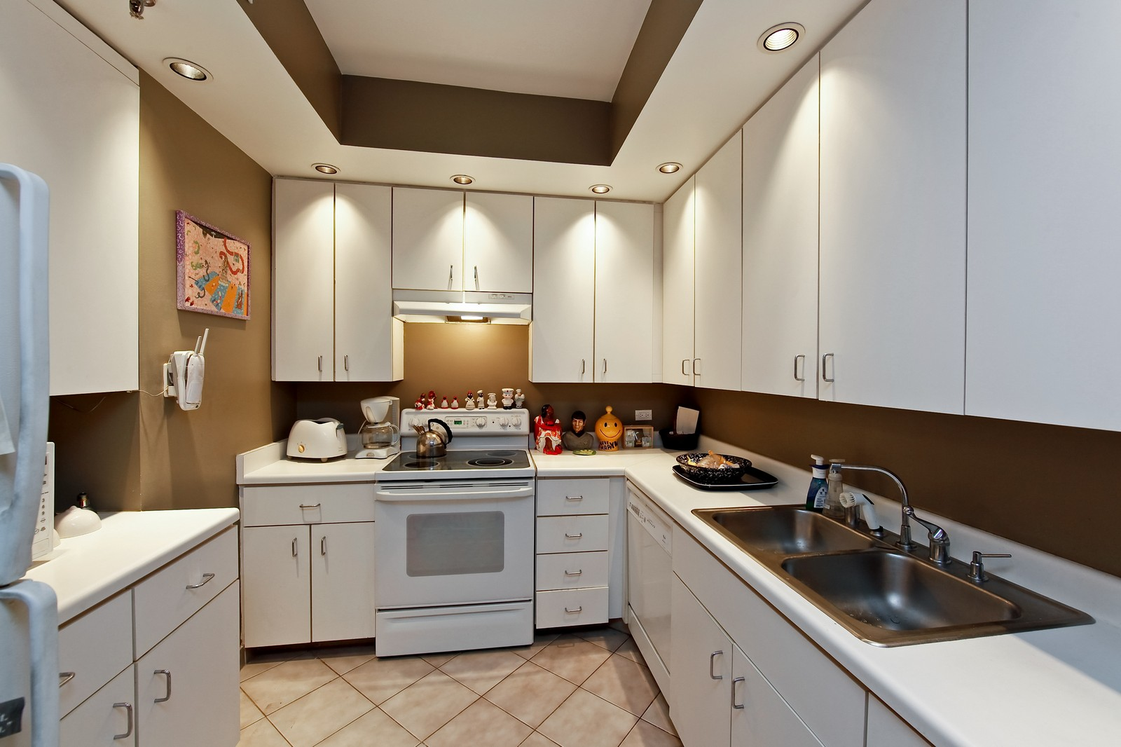 Real Estate Photography - 680 N Lake Shore Dr, Unit 811, Chicago, IL, 60610 - Kitchen