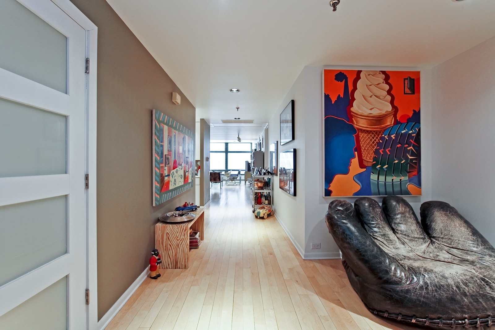 Real Estate Photography - 680 N Lake Shore Dr, Unit 811, Chicago, IL, 60610 - Hallway