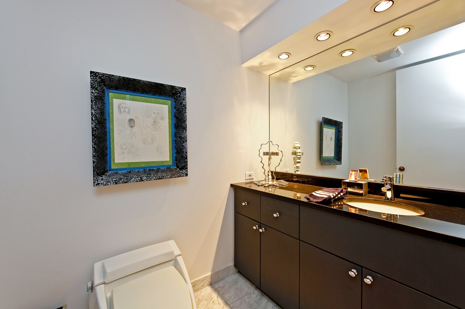 Real Estate Photography - 680 N Lake Shore Dr, Unit 811, Chicago, IL, 60610 - Bathroom