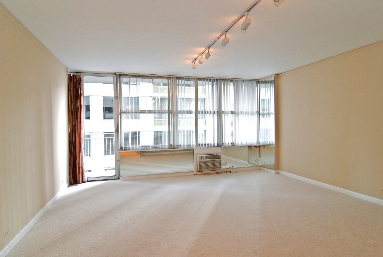 Real Estate Photography - 1000 N Lakeshore Dr, Unit 1407, Chicago, IL, 60611 - Living Room
