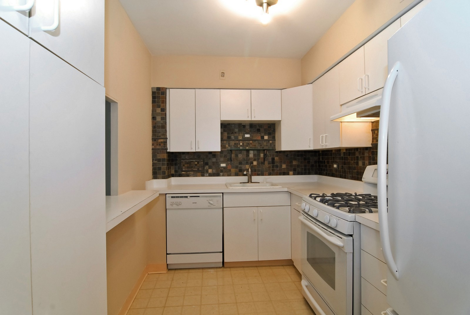 Real Estate Photography - 1000 N Lakeshore Dr, Unit 1407, Chicago, IL, 60611 - Kitchen