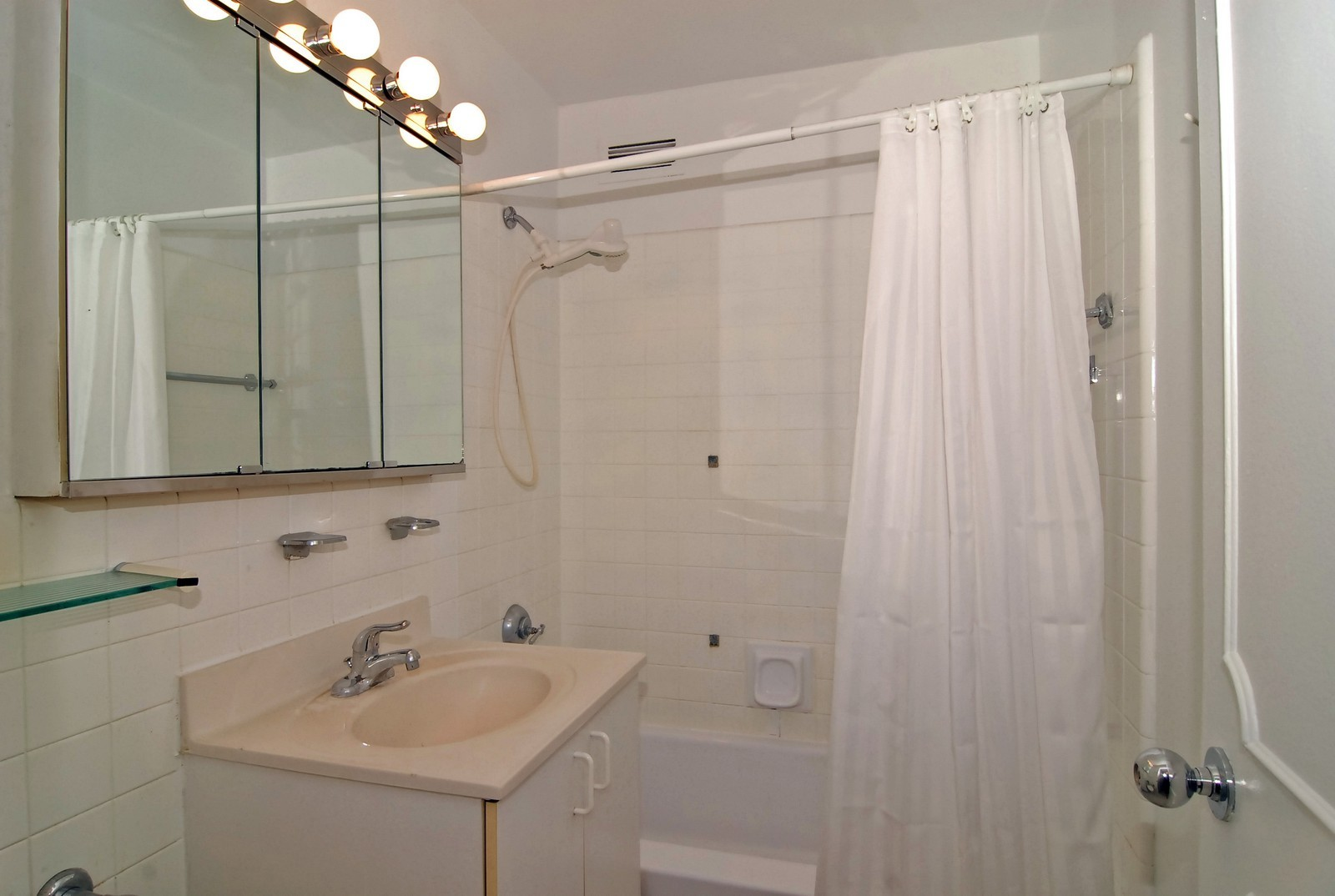 Real Estate Photography - 1000 N Lakeshore Dr, Unit 1407, Chicago, IL, 60611 - Bathroom