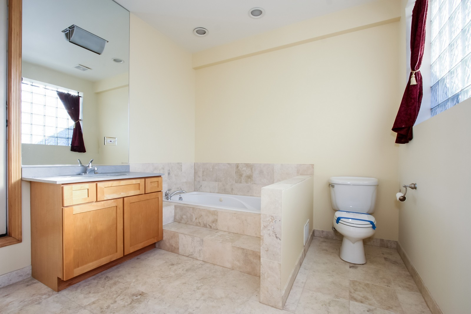 Real Estate Photography - 1020 N Mozart, Unit 4R, Chicago, IL, 60605 - Master Bathroom