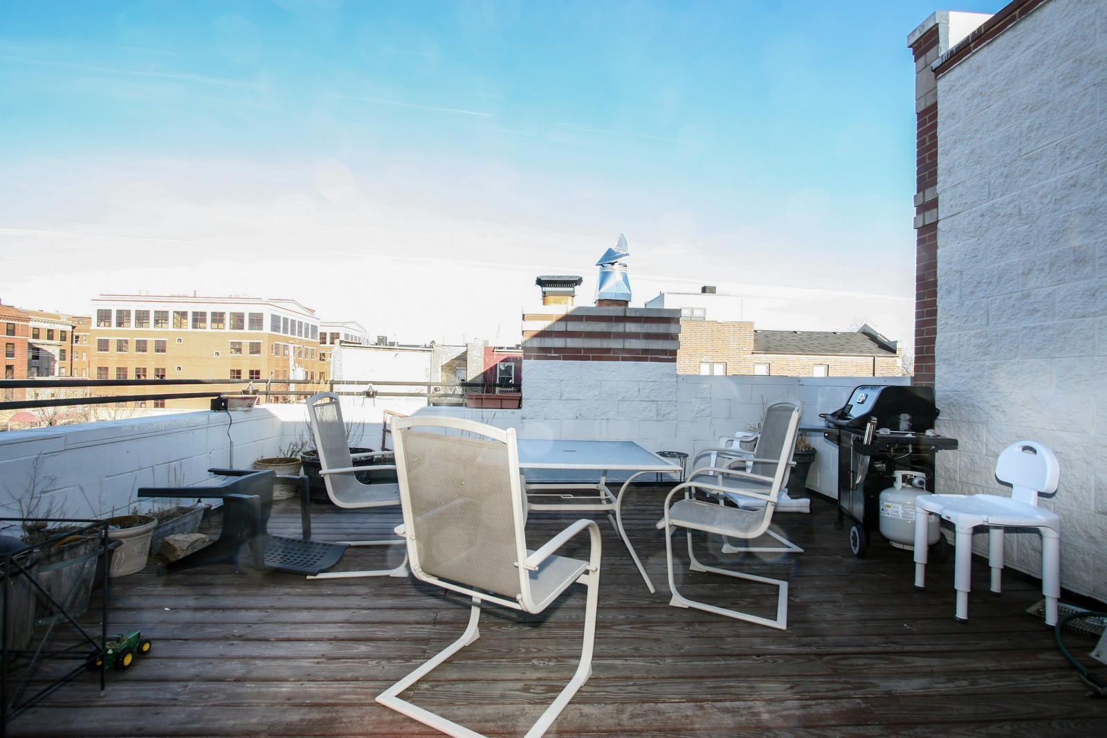 Real Estate Photography - 1020 N Mozart, Unit 4R, Chicago, IL, 60605 - Roof Deck