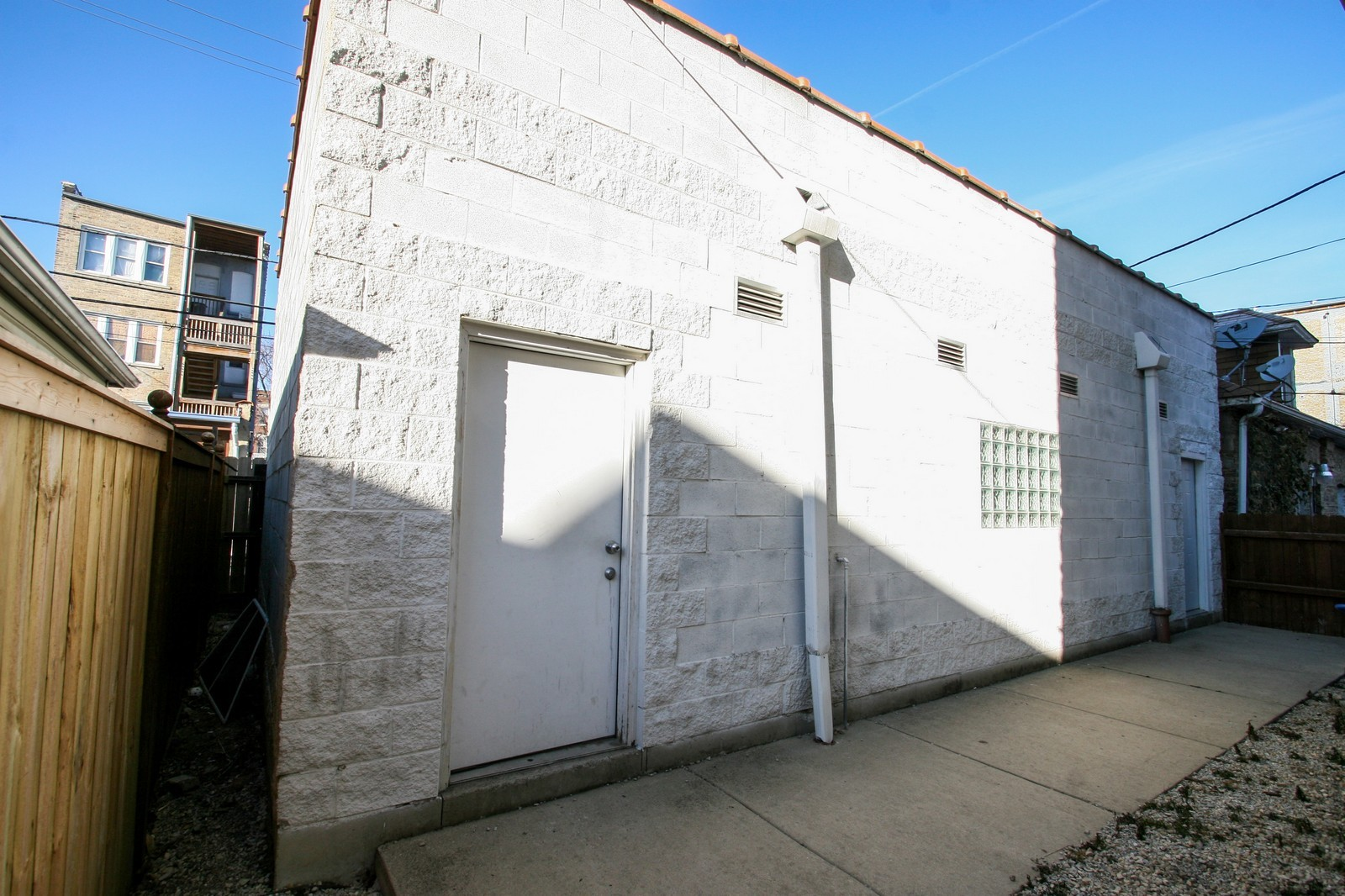 Real Estate Photography - 1020 N Mozart, Unit 4R, Chicago, IL, 60605 - Garage