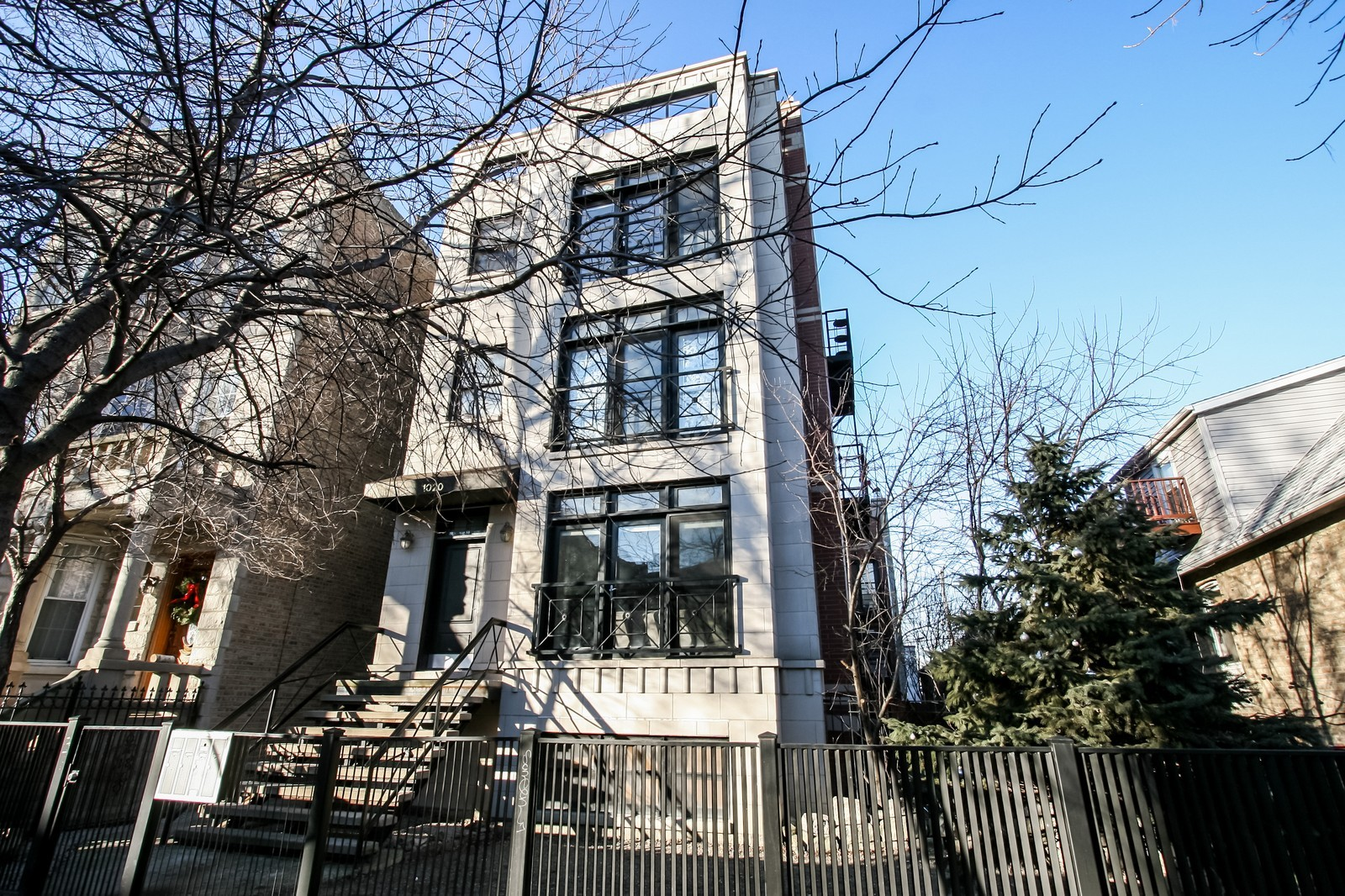 Real Estate Photography - 1020 N Mozart, Unit 4R, Chicago, IL, 60605 - Front View