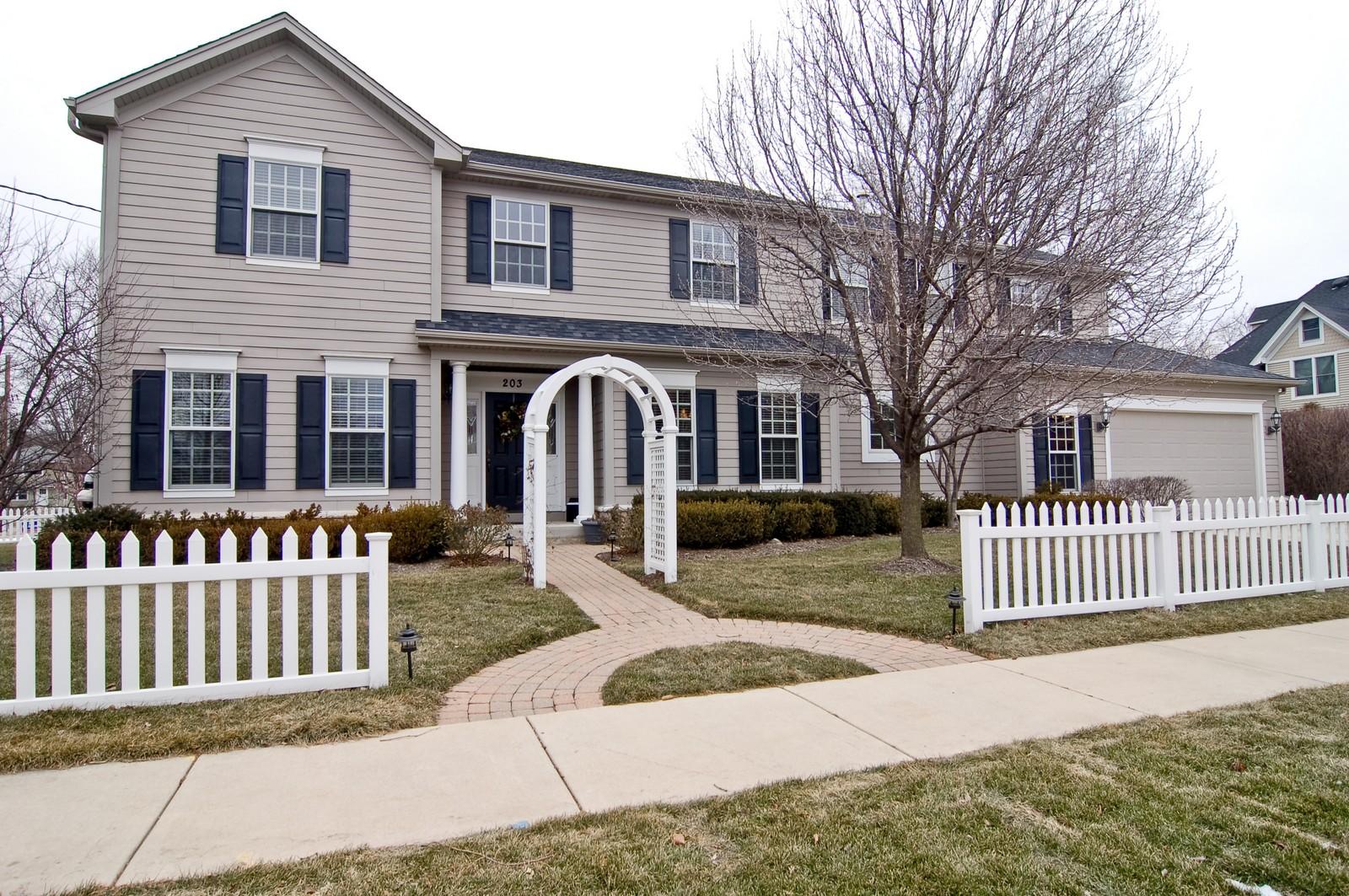 Real Estate Photography - 203 E. Lincoln, Wheaton, IL, 60187 - Front View
