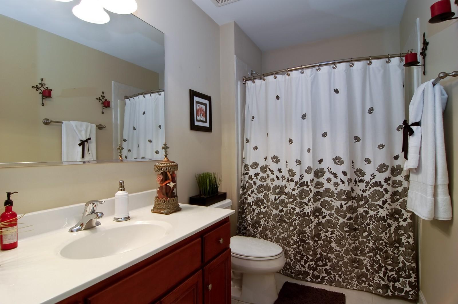Real Estate Photography - 203 E. Lincoln, Wheaton, IL, 60187 - 2nd Bathroom