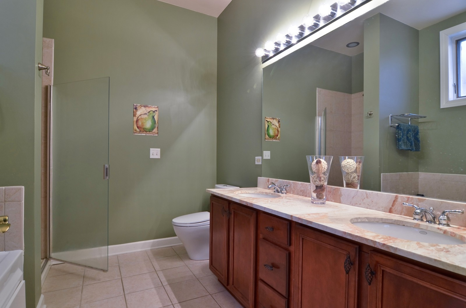 Real Estate Photography - 1942 S Prairie St, #2, Chicago, IL, 60616 - Master Bathroom
