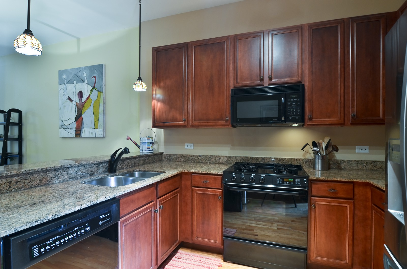 Real Estate Photography - 1942 S Prairie St, #2, Chicago, IL, 60616 - Kitchen