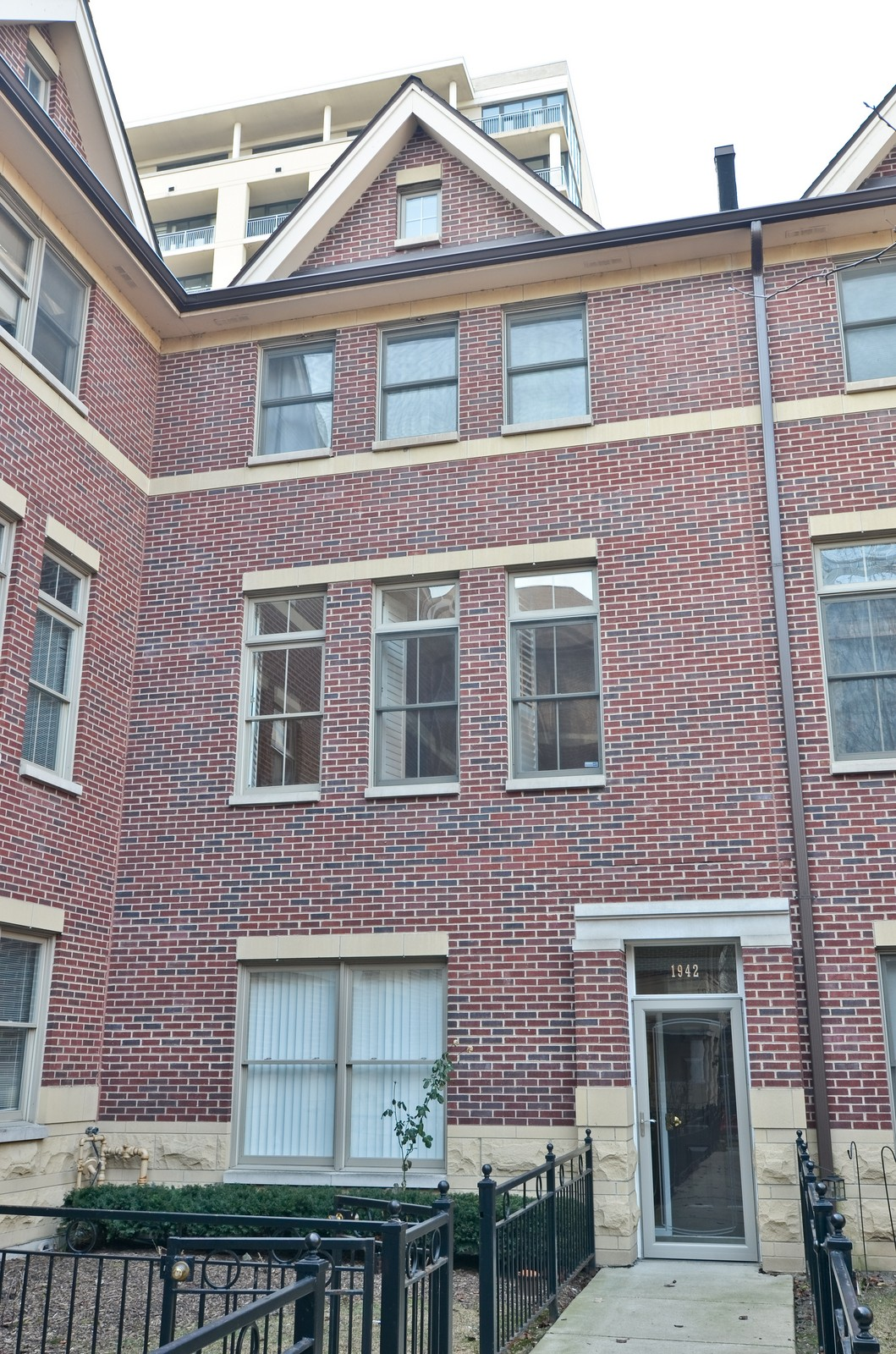Real Estate Photography - 1942 S Prairie St, #2, Chicago, IL, 60616 - Front View