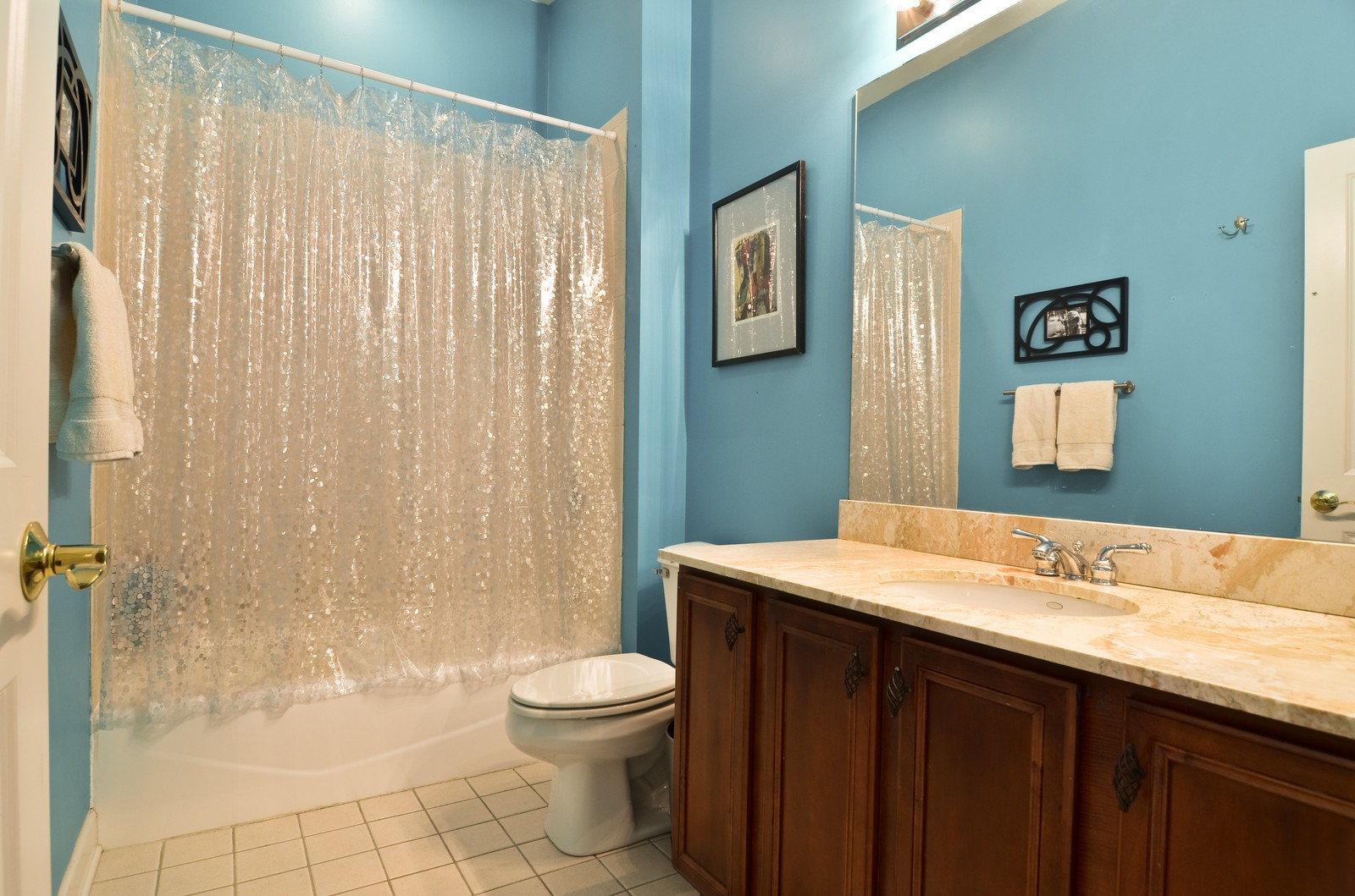 Real Estate Photography - 1942 S Prairie St, #2, Chicago, IL, 60616 - 2nd Bathroom