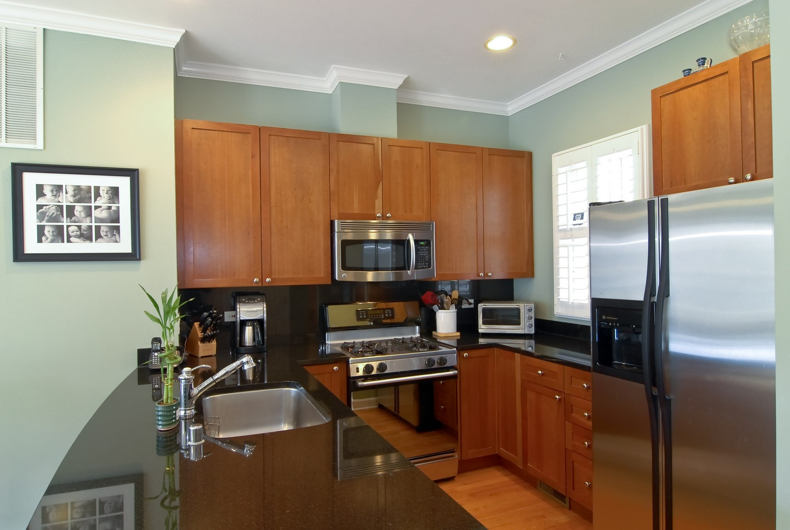 Real Estate Photography - 1815 N Shefield, Unit A, Chicago, IL, 60614 - Kitchen