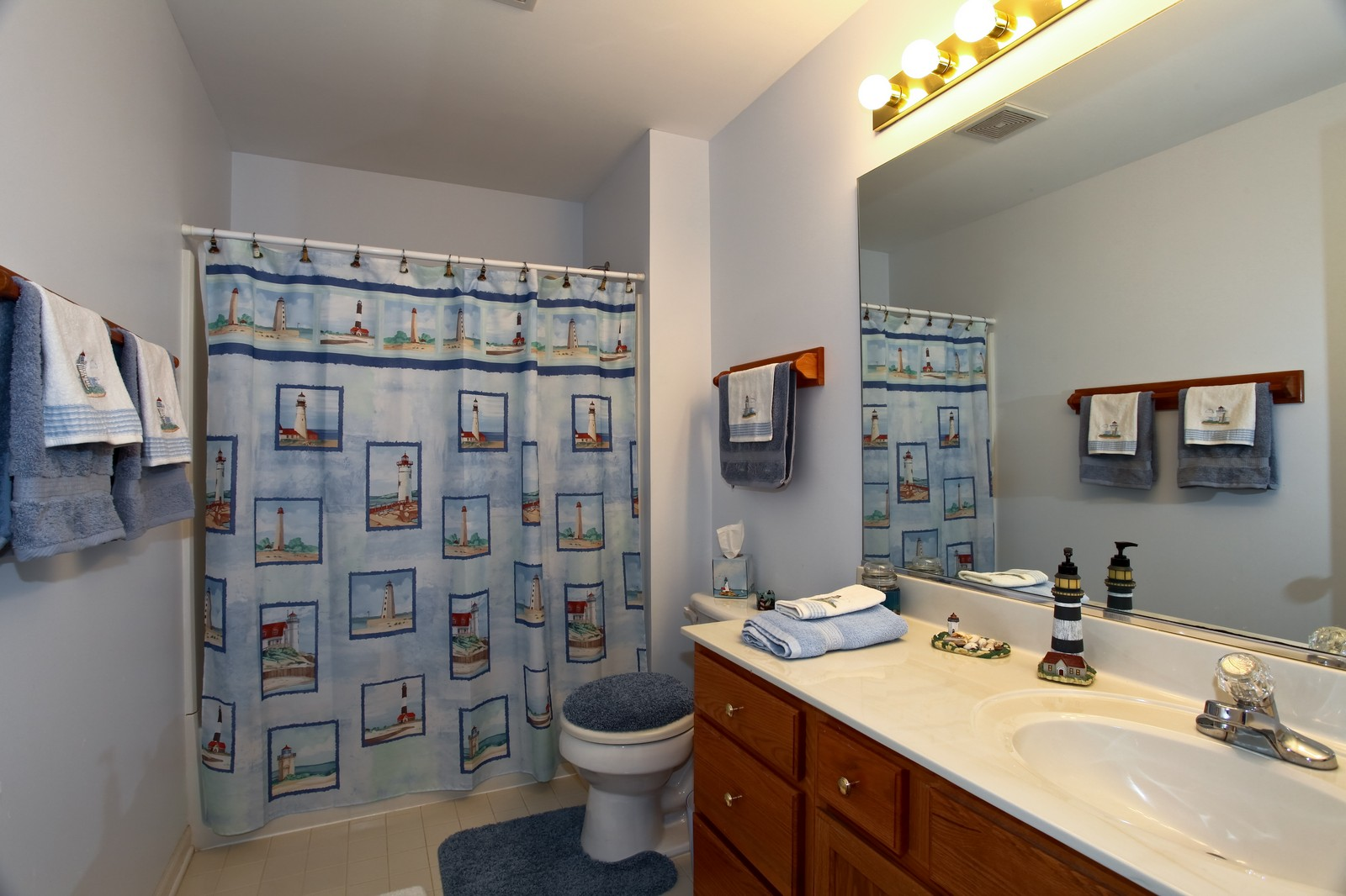 Real Estate Photography - 2025 Colonial Street, Aurora, IL, 60503 - Bathroom