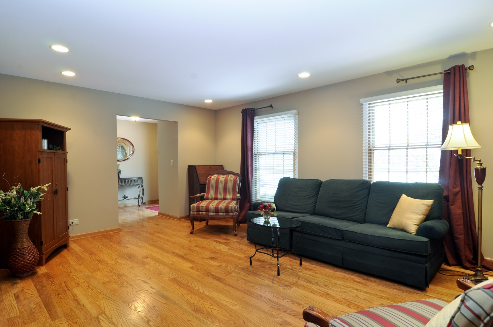 Real Estate Photography - 1416 Oxford Dr, Buffalo Grove, IL, 60089 - Living Room