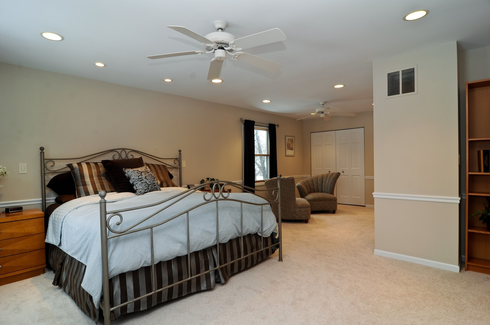 Real Estate Photography - 1416 Oxford Dr, Buffalo Grove, IL, 60089 - Master Bedroom
