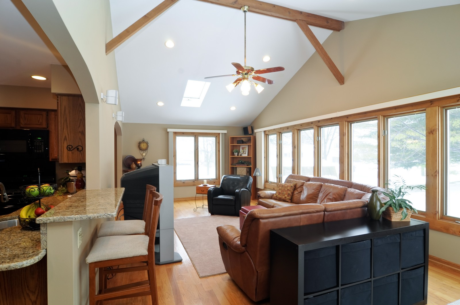 Real Estate Photography - 1416 Oxford Dr, Buffalo Grove, IL, 60089 - Family Room