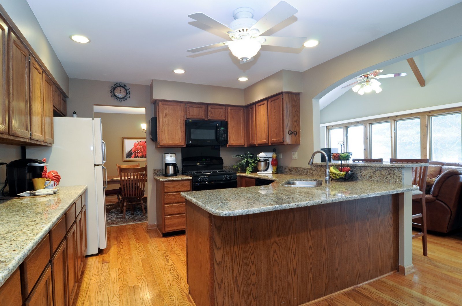 Real Estate Photography - 1416 Oxford Dr, Buffalo Grove, IL, 60089 - Kitchen