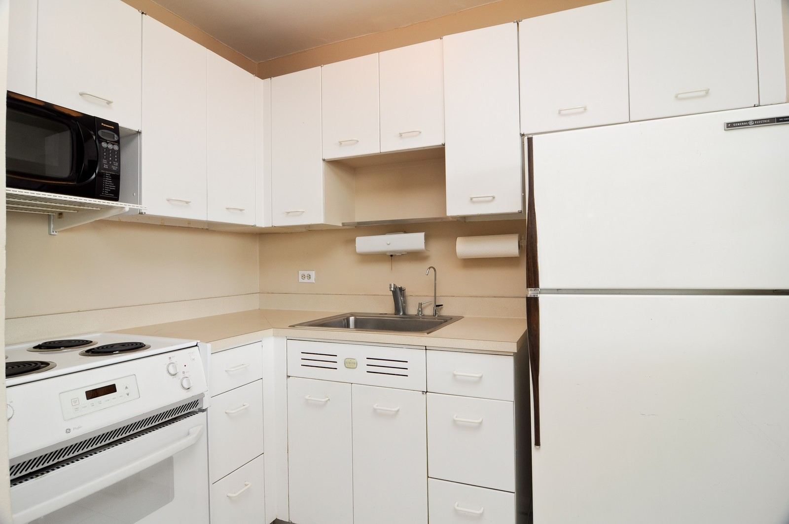Real Estate Photography - 1460 N Sandburg, Unit 1207, Chicago, IL, 60610 - Kitchen