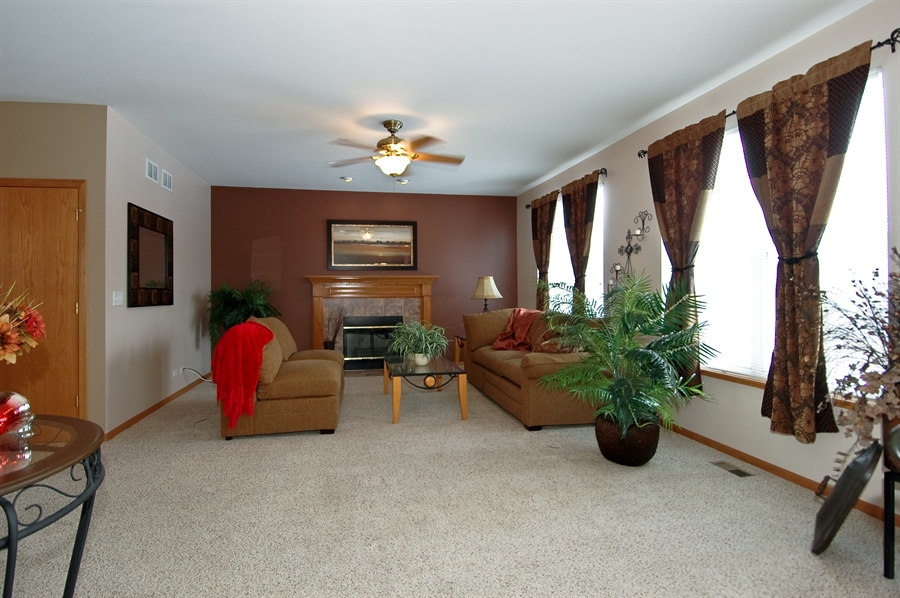 Real Estate Photography - 104 Summit Dr, Gilberts, IL, 60136 - Family Room