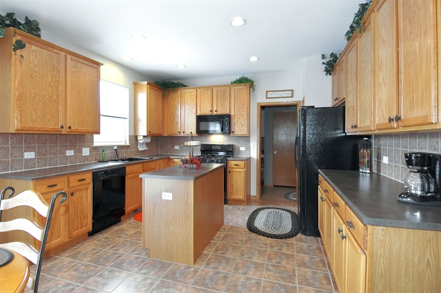 Real Estate Photography - 104 Summit Dr, Gilberts, IL, 60136 - Kitchen