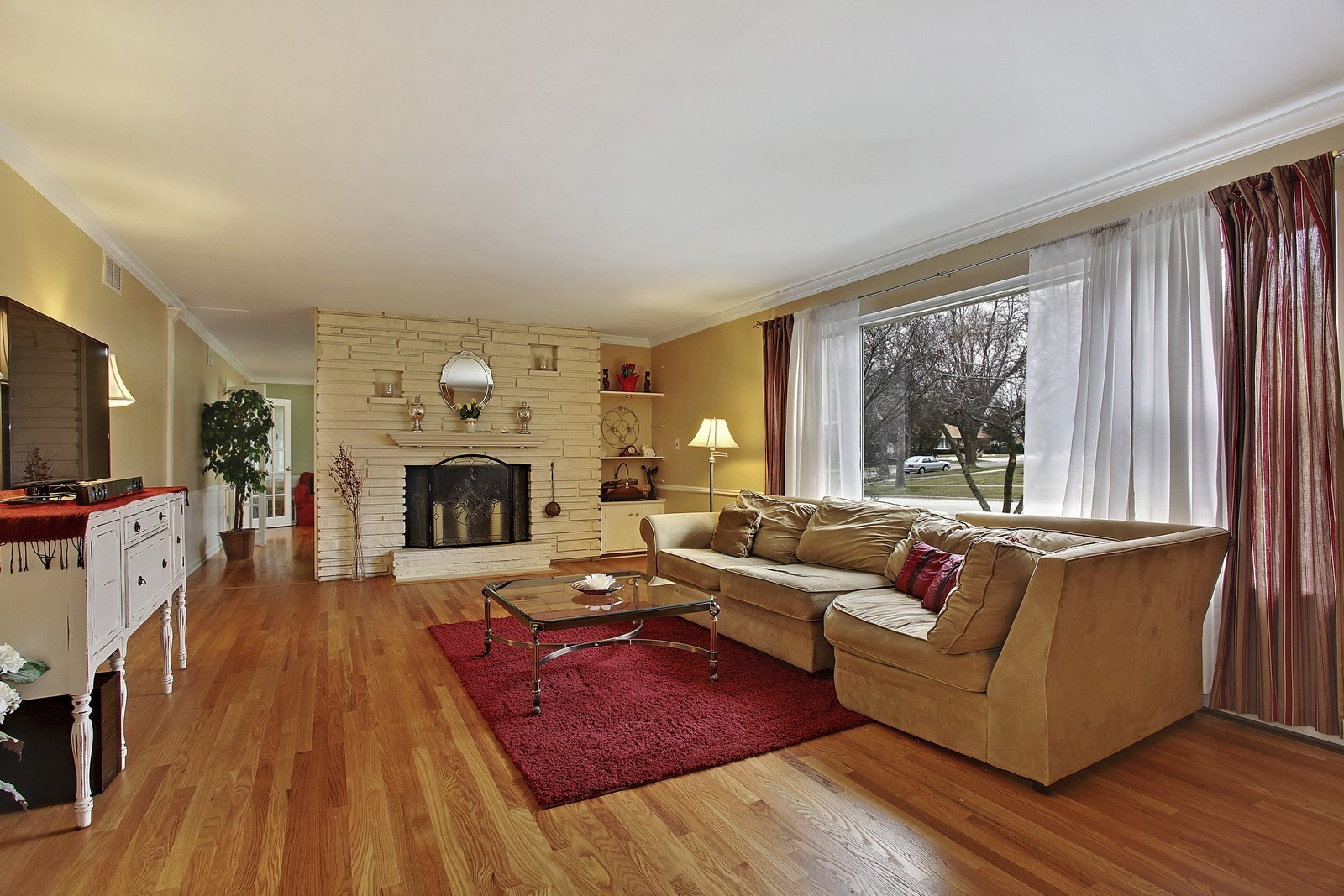 Real Estate Photography - 424 W Harrison, Wheaton, IL, 60187 - Living Room