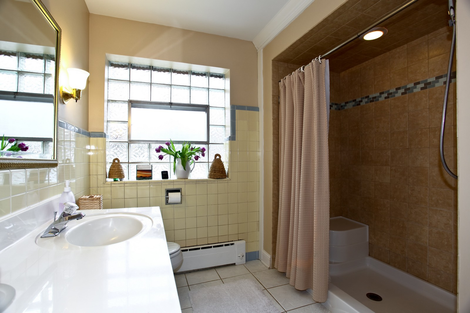 Real Estate Photography - 424 W Harrison, Wheaton, IL, 60187 - Master Bathroom