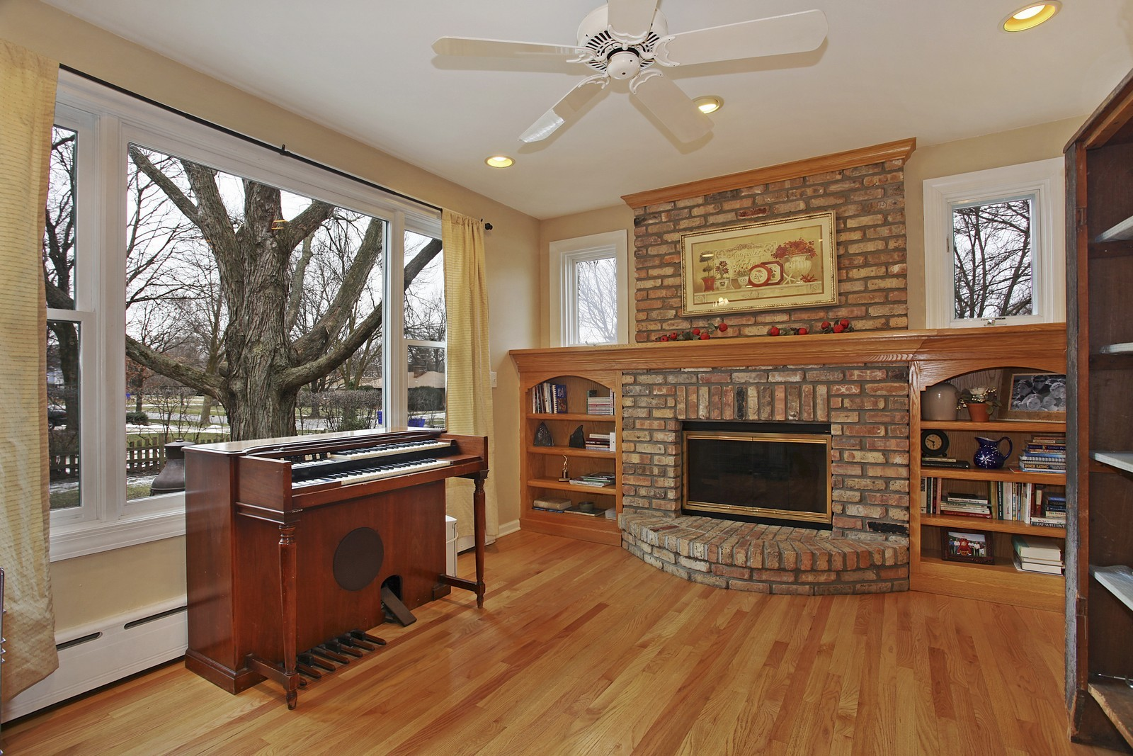 Real Estate Photography - 424 W Harrison, Wheaton, IL, 60187 - Reading Room