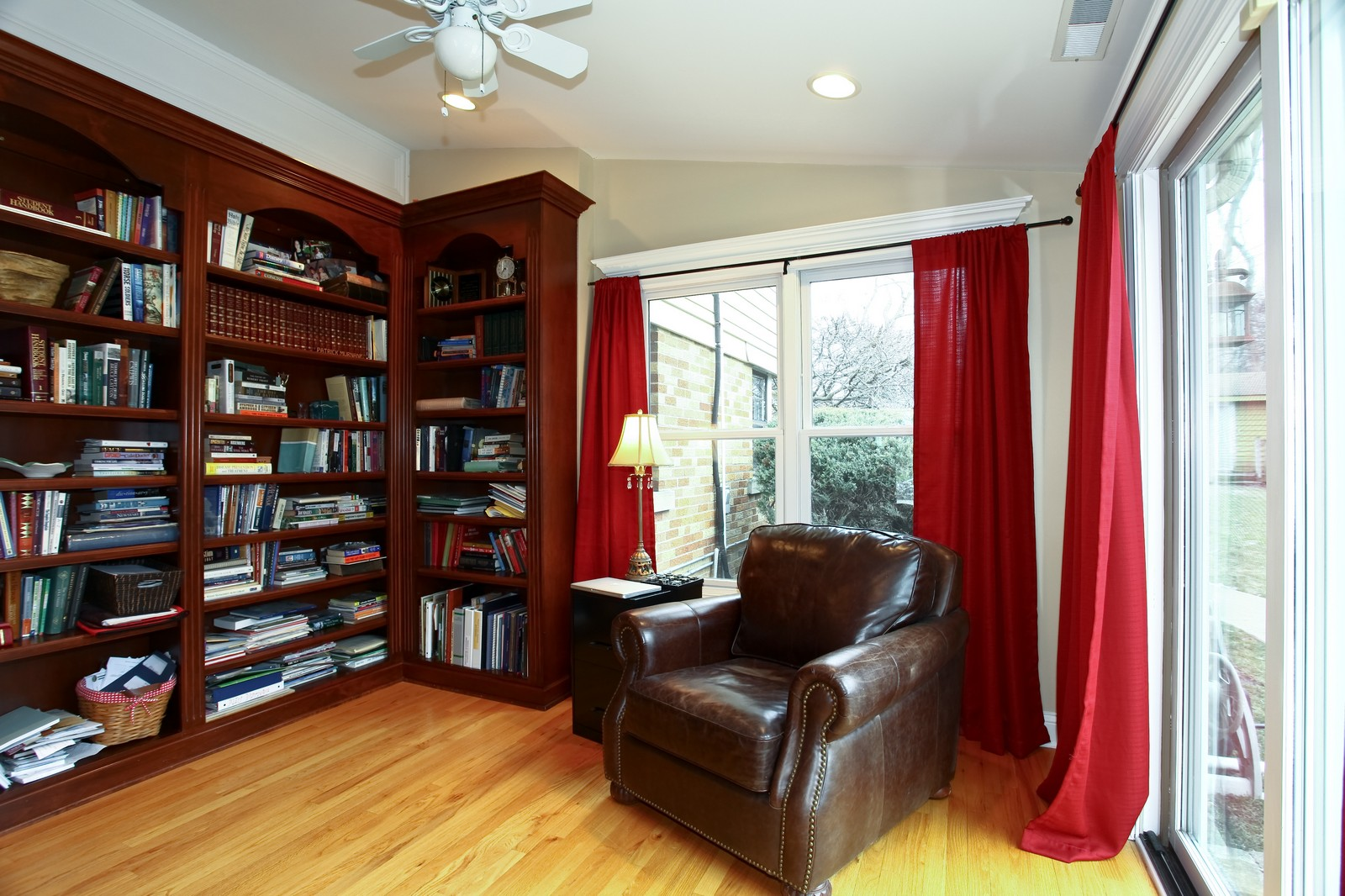 Real Estate Photography - 424 W Harrison, Wheaton, IL, 60187 - Library