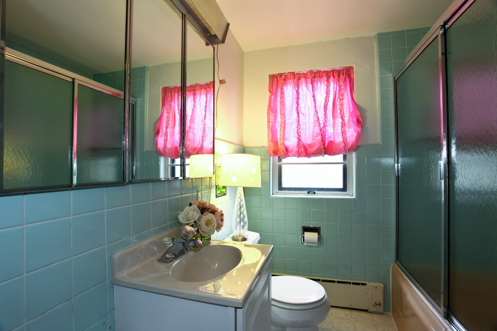 Real Estate Photography - 424 W Harrison, Wheaton, IL, 60187 - Bathroom