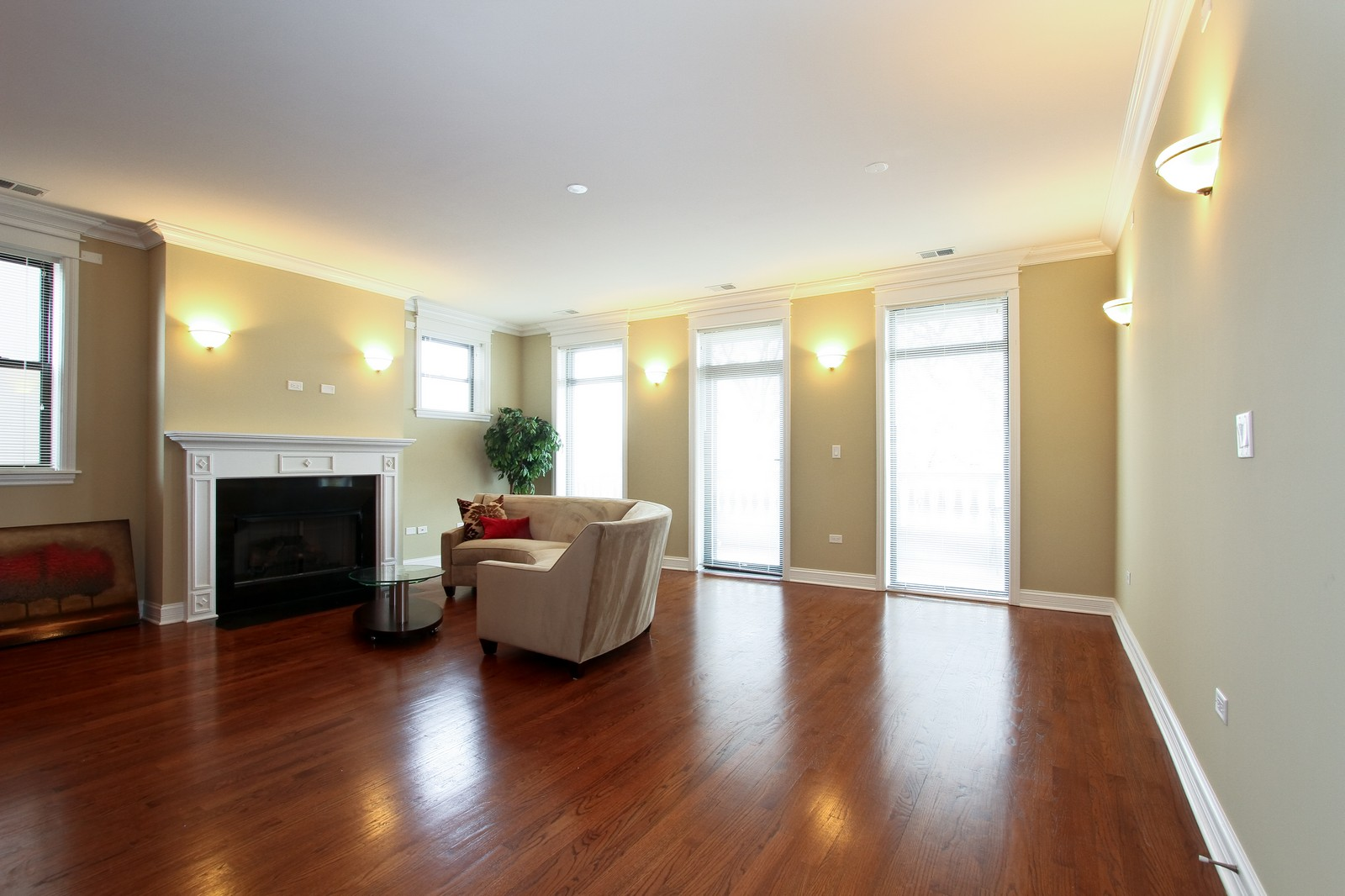 Real Estate Photography - 4815 S Drexel, Unit 3SW, Chicago, IL, 60615 - Living Room