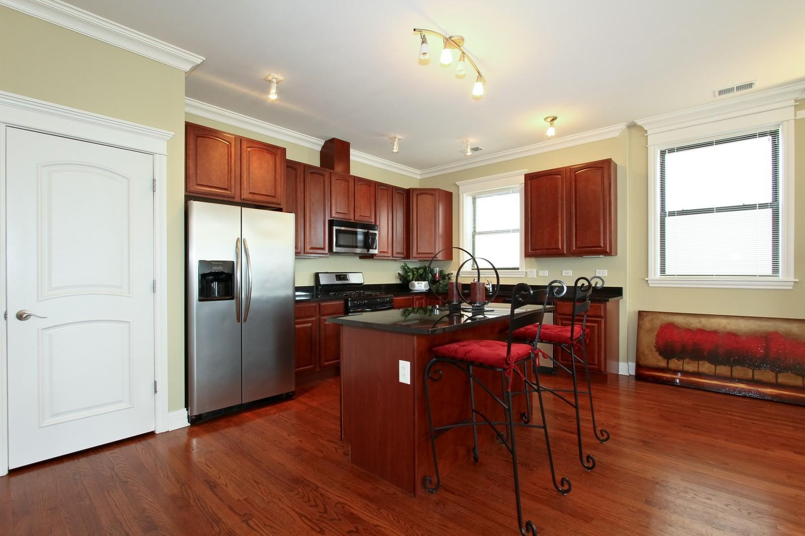 Real Estate Photography - 4815 S Drexel, Unit 3SW, Chicago, IL, 60615 - Kitchen